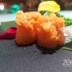 Gunkan spicy Salmon special