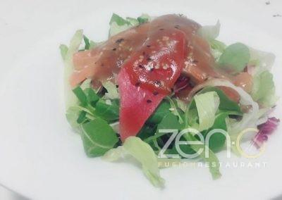 Insalata con sashimi misto