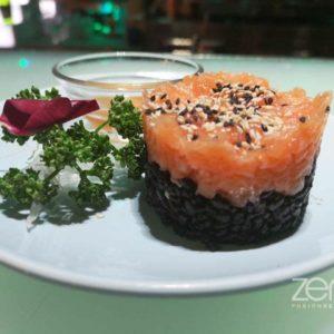 Tortino di Tartar Salmone con riso nero