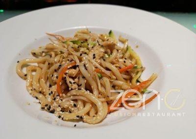 Yaki udon con pollo e verdure